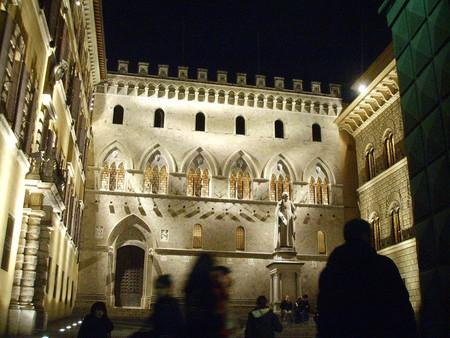 Siena Palazzo Del Monte Dei Paschi By Night