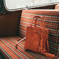 Clonados y pillados: el bolso Balenciaga Bazar puede ser tuyo por muchísimo menos