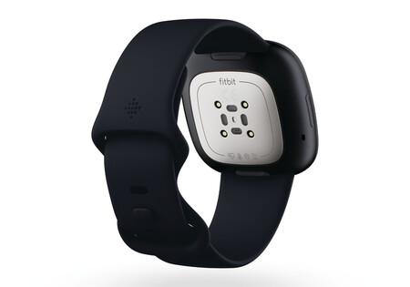 Fitbit Versa 3 02
