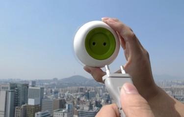 Un enchufe portátil que funciona con energía solar