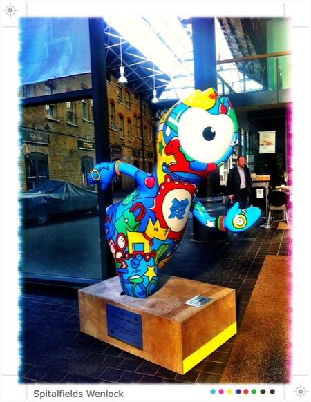 Las mascotas de los Juegos Olímpicos de Londres 2012 ¡están por todas partes!