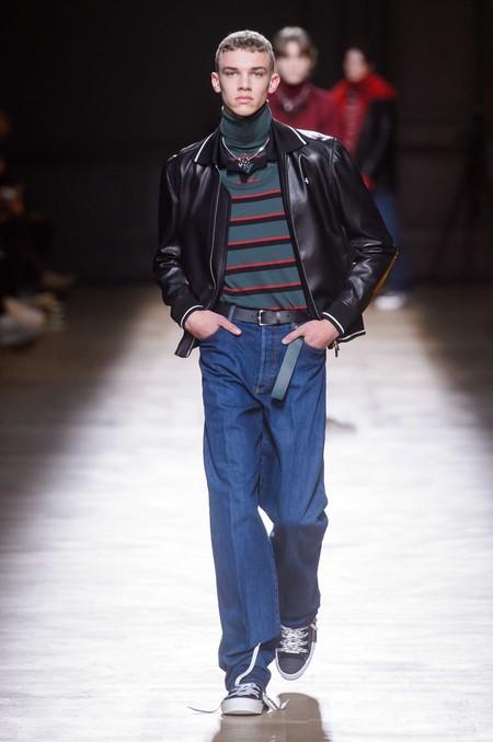 Los Dad Jeans Son La Nueva Forma En La Que El Denim Se Llevara En Otono De Acuerdo A Las Pasarelas 03