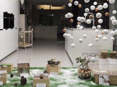 Tres inspiradoras ideas para decorar un escaparate en fiestas