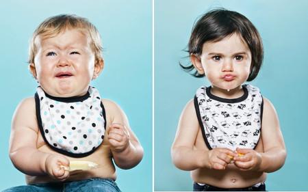 Niños probando un limón por primera vez