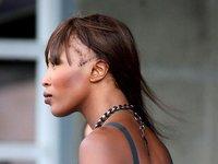 La calvicie de Naomi Campbell da miedito
