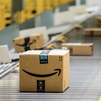 """Empresas chinas vetadas por """"reseñas falsas"""" demandan a Amazon: aseguran que la compañía está reteniendo sus ganancias"""