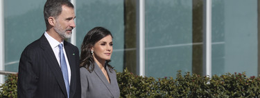 Doña Letizia Ortiz hace un Melania Trump al lucir un abrigo-vestido en su último acto oficial