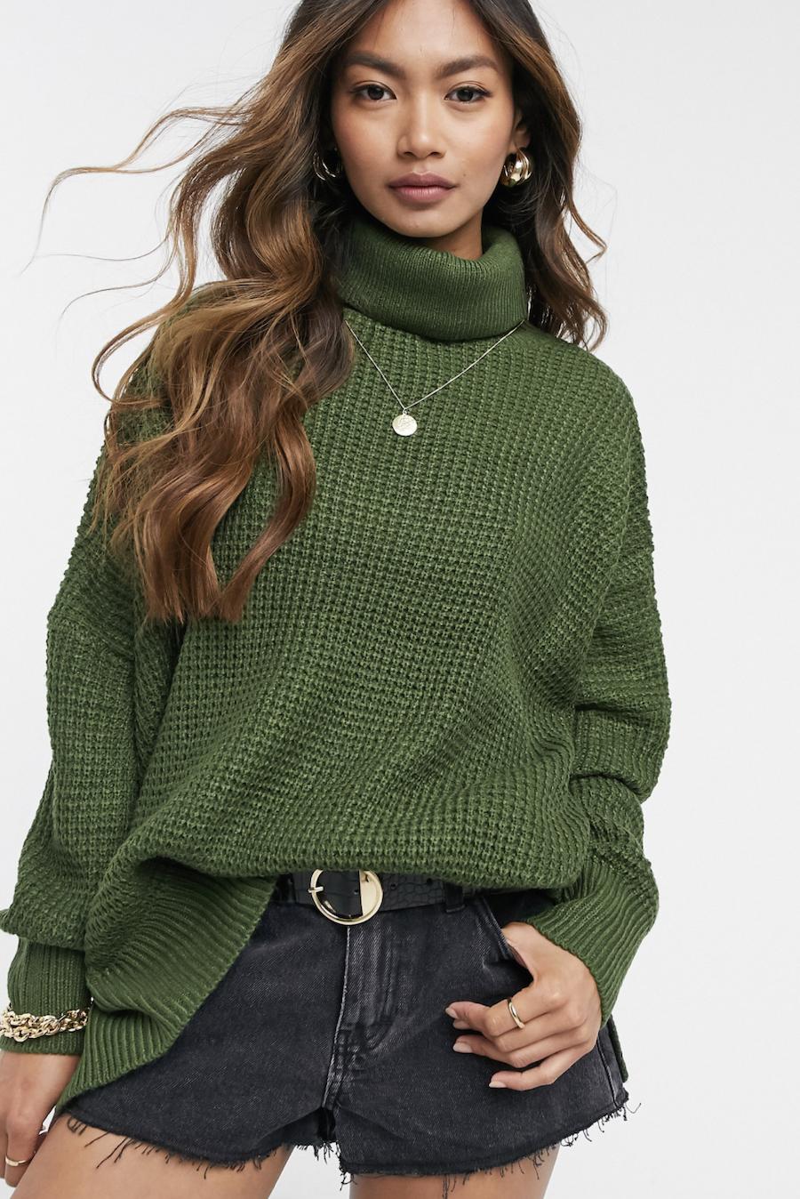Jersey de cuello alto de punto grano de arroz en verde oscuro de Vero Moda