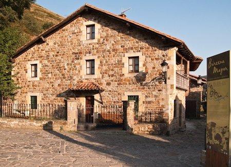 Ruta por Cantabria: Bárcena Mayor y los valles del interior