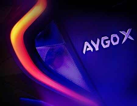 ¡Confirmado! El nuevo Toyota Aygo X se presentará en noviembre: aquí va un adelanto de este nuevo coche urbano asequible
