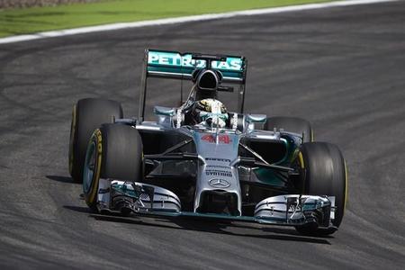 Lewis Hamilton comienza liderando en Hungría