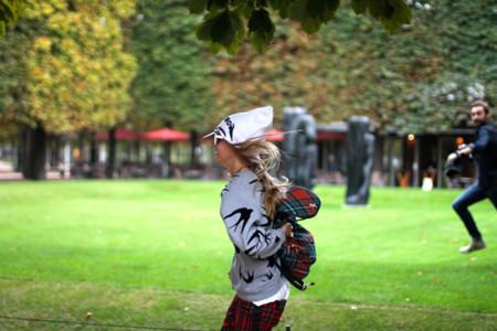 Cara Delevigne o cómo salir corriendo del Jardin des Tuileries para esquivar a miles de fans