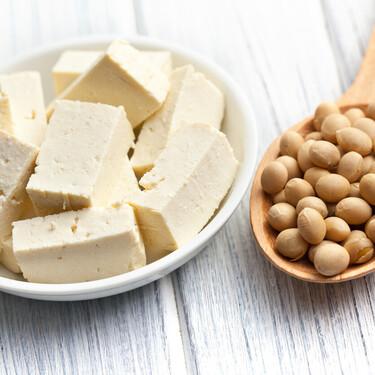 Las valiosas propiedades del tofu y 25 recetas para sumarlo a tu dieta (aunque no seas vegano)
