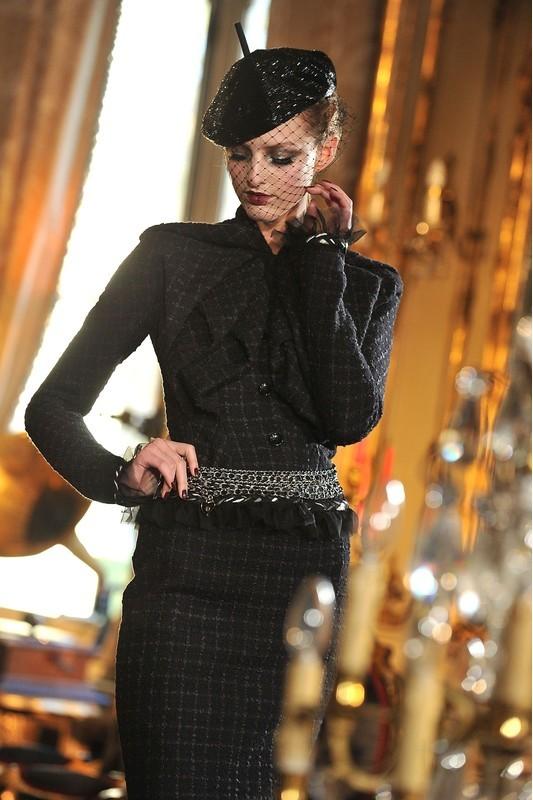 Foto de John Galliano Otoño-Invierno 2011/2012 en la Semana de la Moda de París: sobre la pasarela, un genio (10/13)