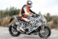 Cuando las marcas prueban motos de la competencia
