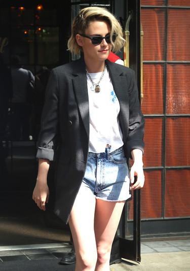 Ni Chanel logra refinar a Kristen Stewart, ella también sucumbe ante los short vaqueros