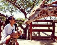 Entre paquidermos y felinos, Rihanna se lo pasa bomba en su gira por África