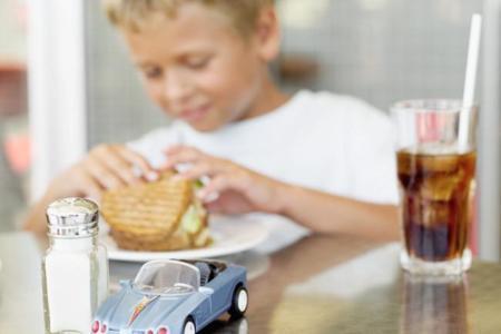 Cómo proteger a los niños del exceso de sodio