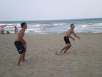 Beneficios de practicar deporte en la playa