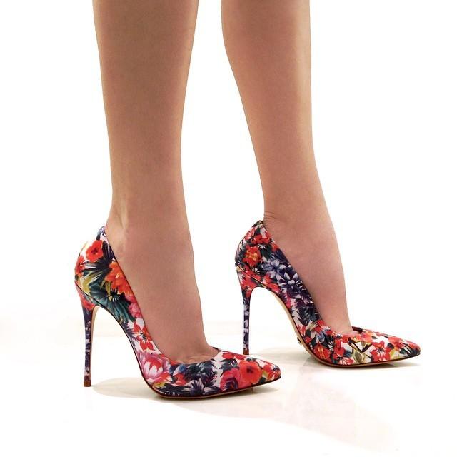 Haz Que Tus Pies Parezcan Un Jardin Con Estos Zapatos De Flores