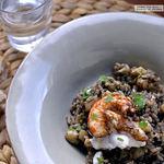 Arroz negro con sepia y gambones en paella. La receta que siempre sale bien
