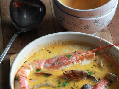 Chowder de bacalao y frutos del mar. Receta irlandesa de cuchara