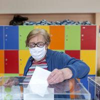 Sin derecho a voto por el coronavirus: qué dice la ley sobre la decisión del gobierno vasco