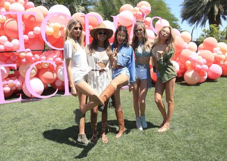 Segunda ronda de Coachella: las celebrities no se cansan de bailar con los mejores looks