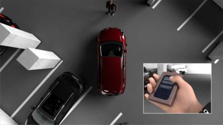 Ford aparca solo el coche y lo puedes controlar desde dentro o fuera del mismo