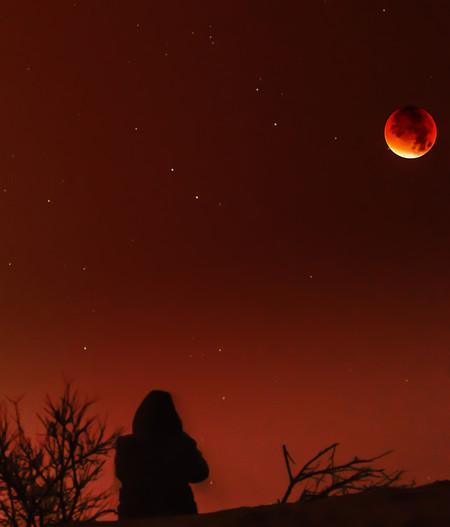 Dónde, cómo y cuándo ver la 'Luna de sangre': el eclipse más largo del siglo tendrá lugar mañana