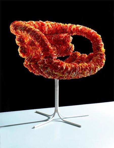 Inkuku, una silla hecha con bolsas de plástico
