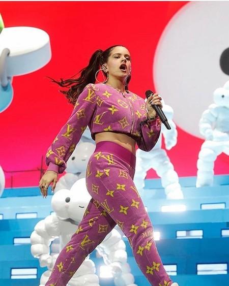 Rosalía ha conquistado Coachella y su look de Louis Vuitton ha sido el centro de atención