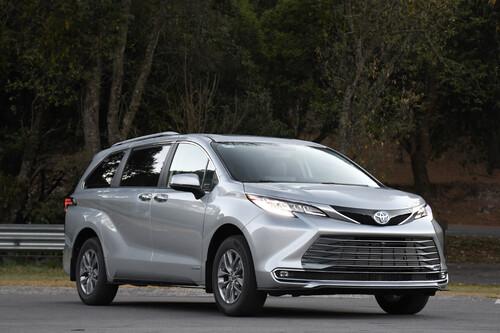 Toyota Sienna 2021 en México: primer vistazo a una miniván híbrida que no pierde el piso con el precio