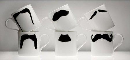 Tazas con bigote incorporado