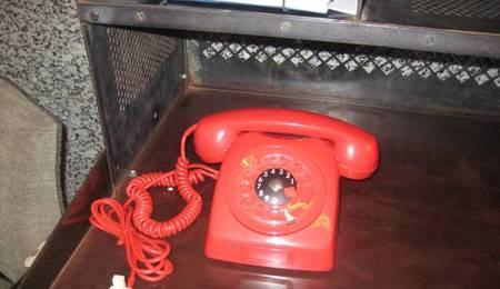 teléfono-rojo-anticuario-retro