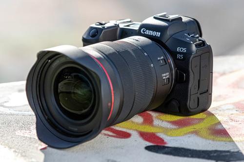 Canon EOS R5 y EOS R6: estabilizador integrado y vídeo hasta 8K en las sin espejo más rápidas de la casa
