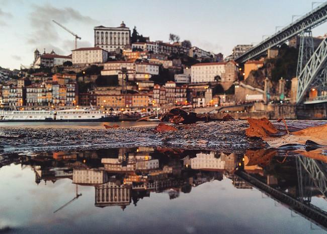 """Guido Gutiérrez sigue asombrándonos con lo que es capaz de hacer """"con un móvil y un charco"""" en su serie 'Parallel Worlds'"""