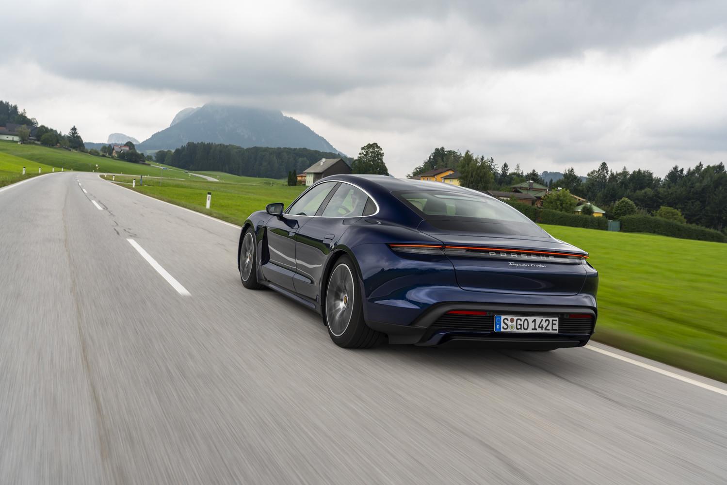 Foto de Porsche Taycan prueba contacto (58/275)