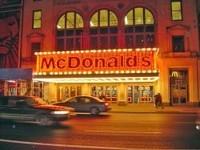 La crisis le viene bien a McDonald's