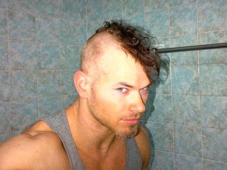 ¡¡Horrores mil con el cambio de look de Kellan Lutz!!