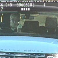 Un conductor británico pasará ocho meses en la cárcel por usar un inhibidor láser y hacer la peineta a las cámaras de tráfico