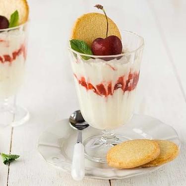 Syllabub de cerezas, receta de postre refrescante con un toque de licor