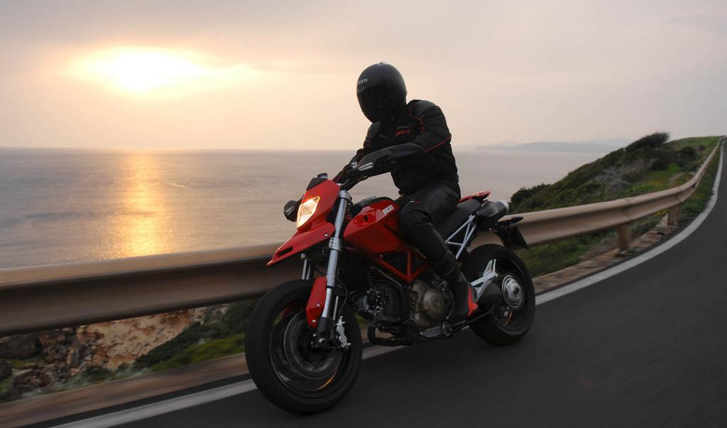 Foto de Ducati Hypermotard (18/27)