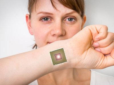 Un biohacker demandará al gobierno por haberle desactivado el chip corporal que usa para el transporte público