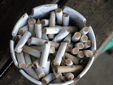 Cómo quitar el olor a tabaco de una habitación