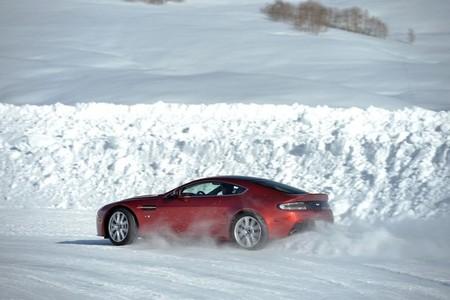 Aston Martin On Ice: una experiencia de lujo sobre el frío, en espectaculares fotos y con vídeo de regalo