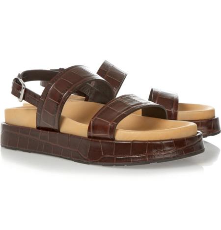 Las sandalias del viaje