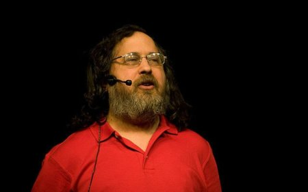 Richard Stallman interrumpe un discurso en Barcelona y es ingresado en un hospital