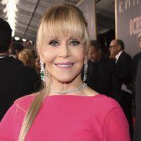 Jane Fonda, espectacular de rosa en la alfombra roja de los Premios Emmy