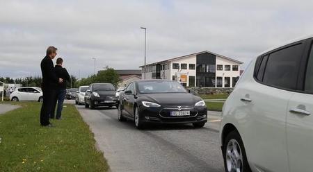 Nuevo récord de concentración de coches eléctricos: esta vez 399